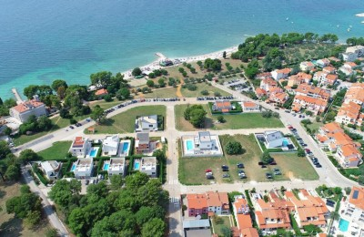 Land for sale in the first row to the sea near Pula, Croatia