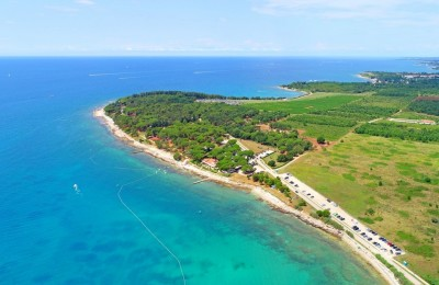 Building land first row to the sea in Novigrad, Istria